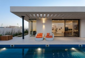 modern-simple-pool-family-home-terrace-with-modern-upholstered-rattan-lounge-chair-and-rectangular-openings-flat-roof-design-ideas-1024x704